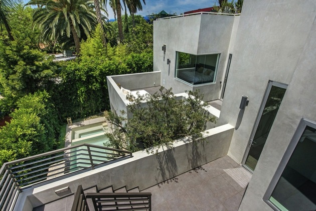 house-with-multilevel-decks-surrounded-by-gardens-10-middle-floor-decks.jpg
