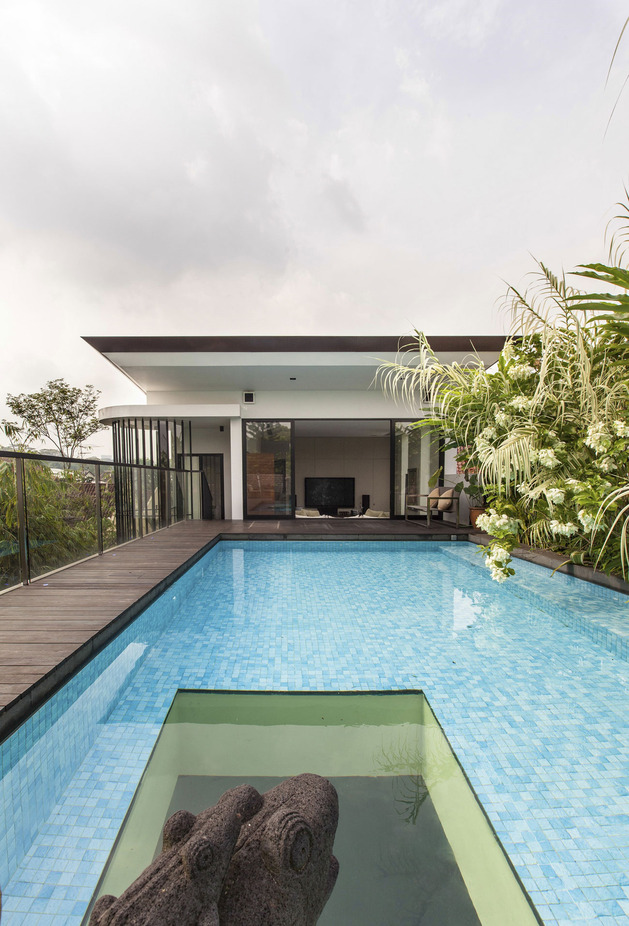 lush-gardens-peekaboo-roof-pool-define-contemporary-home-11-pool.jpg