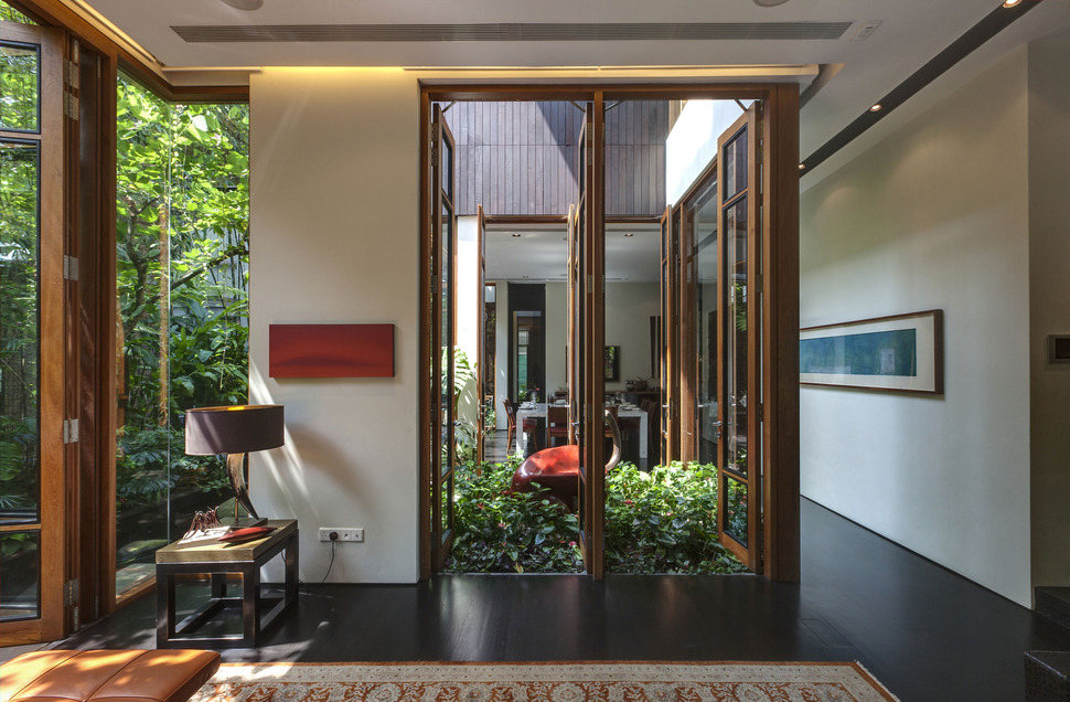 d0d67c3d96 View in gallery lush-gardens-peekaboo-roof-pool-define-contemporary-home-
