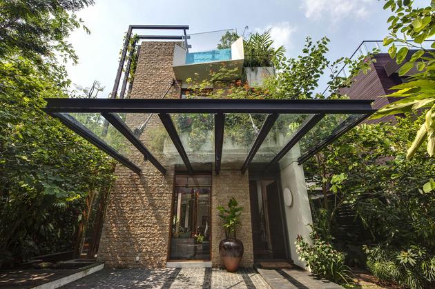 lush-gardens-peekaboo-roof-pool-define-contemporary-home-4-entry.jpg