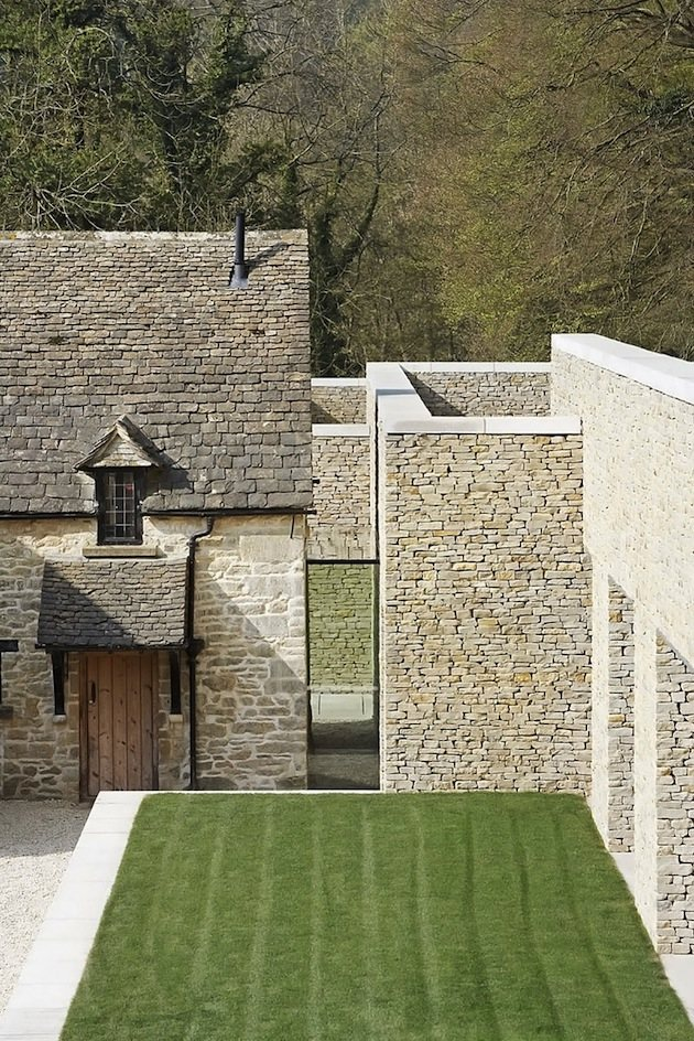 minimal-white-extension-to-traditional-british-home-7-joint-between-sections.jpg