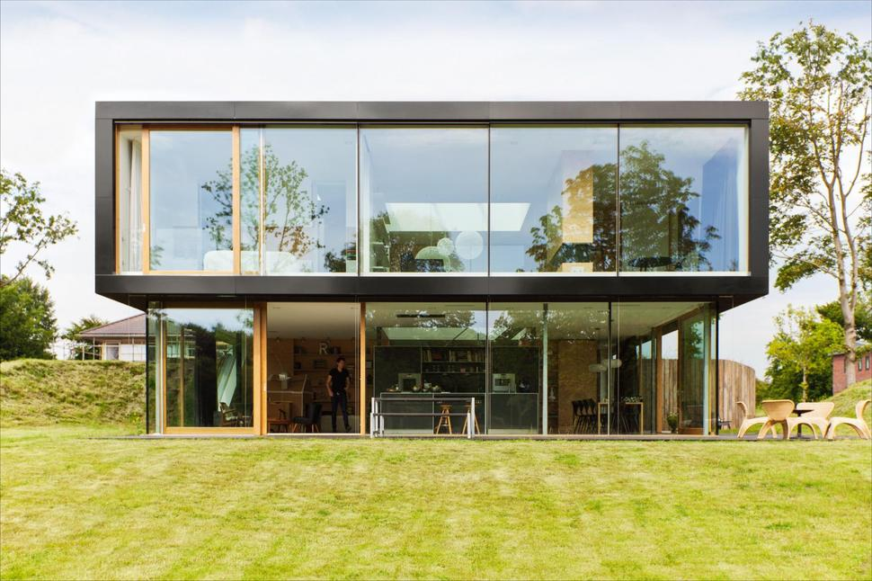 Minimalist Home uses Pine Ply as Feature Design Element