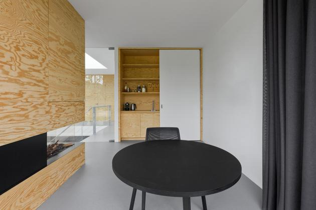 minimalist-home-uses-pine-ply-design-elements-4-dining.jpg