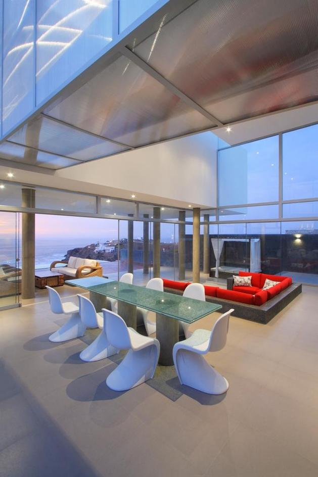 stunning-ultramodern-beach-house-with-glass-walls-11-dining-room.jpg