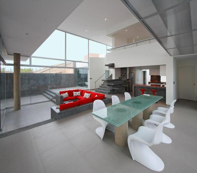 stunning-ultramodern-beach-house-with-glass-walls-14-rear-view.jpg