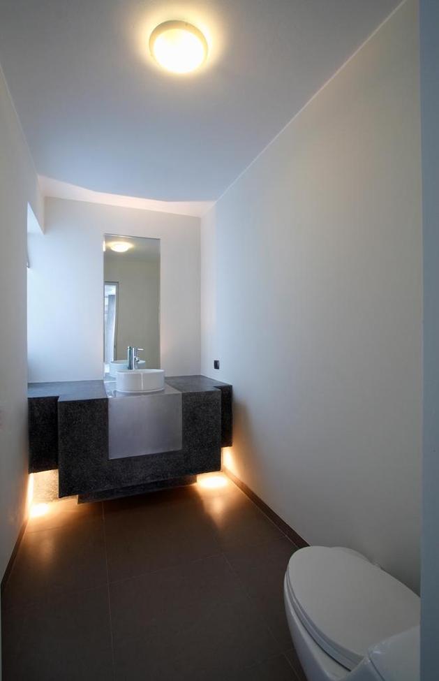 stunning-ultramodern-beach-house-with-glass-walls-18-bathroom.jpg