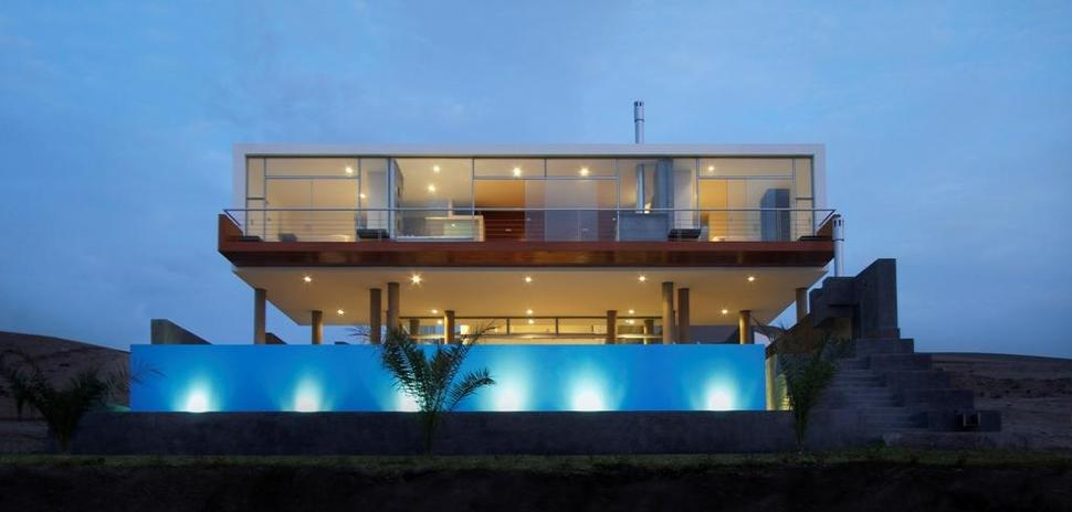 Stunning ultramodern beach house with overflowing pool for Two story beach house