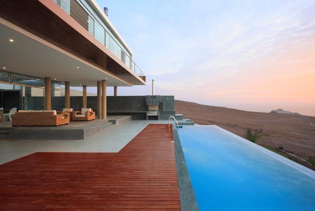 stunning-ultramodern-beach-house-with-glass-walls-5-deck-pool.jpg