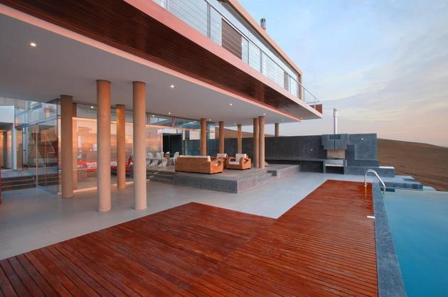 stunning-ultramodern-beach-house-with-glass-walls-6-decks.jpg