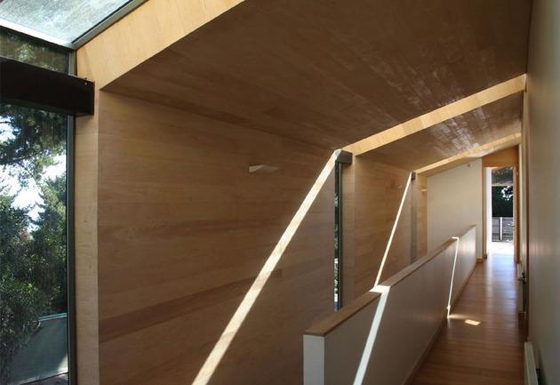 wooden-hilltop-house-sleeps-fourteen-people-10-upstairs-hallway.jpg