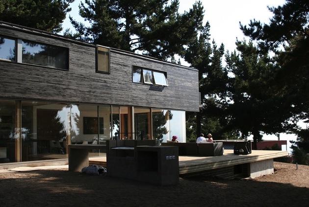 wooden hilltop house sleeps fourteen people 2 deck thumb 630xauto 36687 Wooden Hilltop House Sleeps Fourteen People