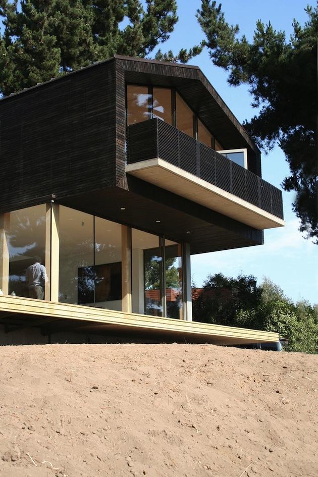wooden-hilltop-house-sleeps-fourteen-people-3-front-edge-day.jpg
