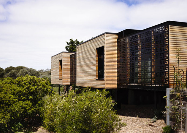beach-house-geometric-screens-built-sand-dunes-16-exterior.jpg