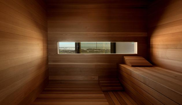 beach-house-with-reconfigurable-wood-panels-11-sauna.jpg