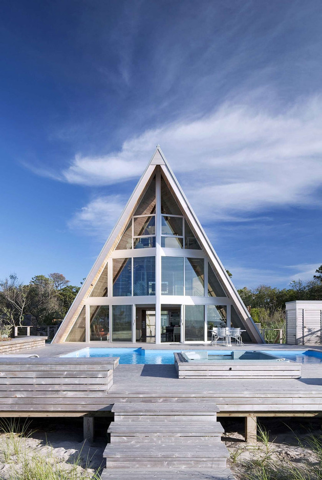 beachfront-a-frame-with-wide-open-interior-7-deck-straight.jpg