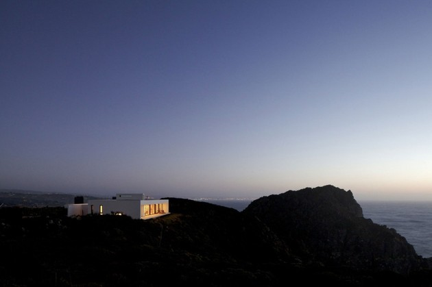 contemporary-clifftop-house-with-spectacular-views-20.jpg