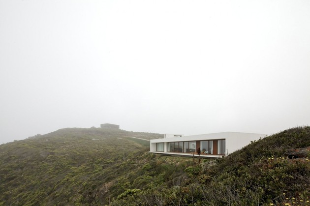 contemporary-clifftop-house-with-spectacular-views-5.jpg