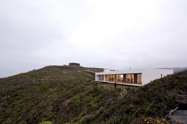 contemporary-clifftop-house-with-spectacular-views-6.jpg