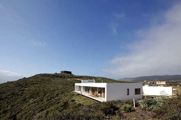 contemporary-clifftop-house-with-spectacular-views-7.jpg