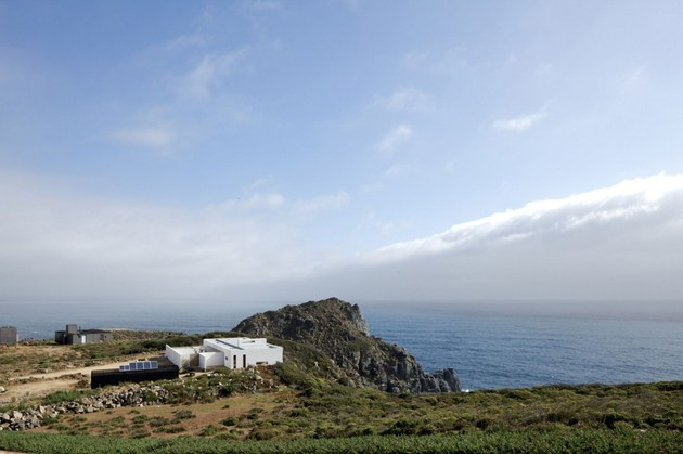 contemporary-clifftop-house-with-spectacular-views-9.jpg