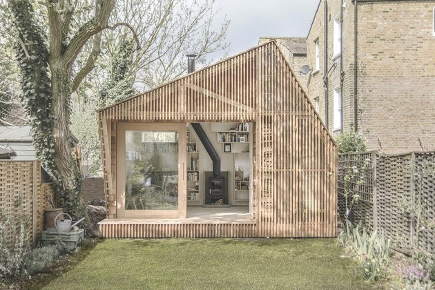 contemporary-writing-shed-hidden-in-urban-environment-5-straight.jpg