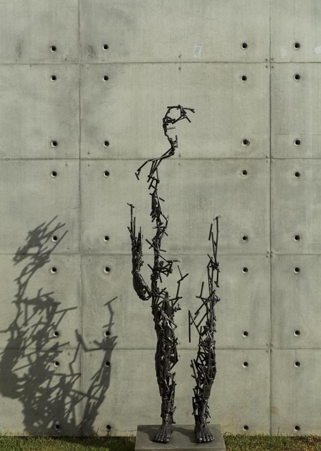 geometric-concrete-steel-home-stone-water-elements-9-sculpture.jpg