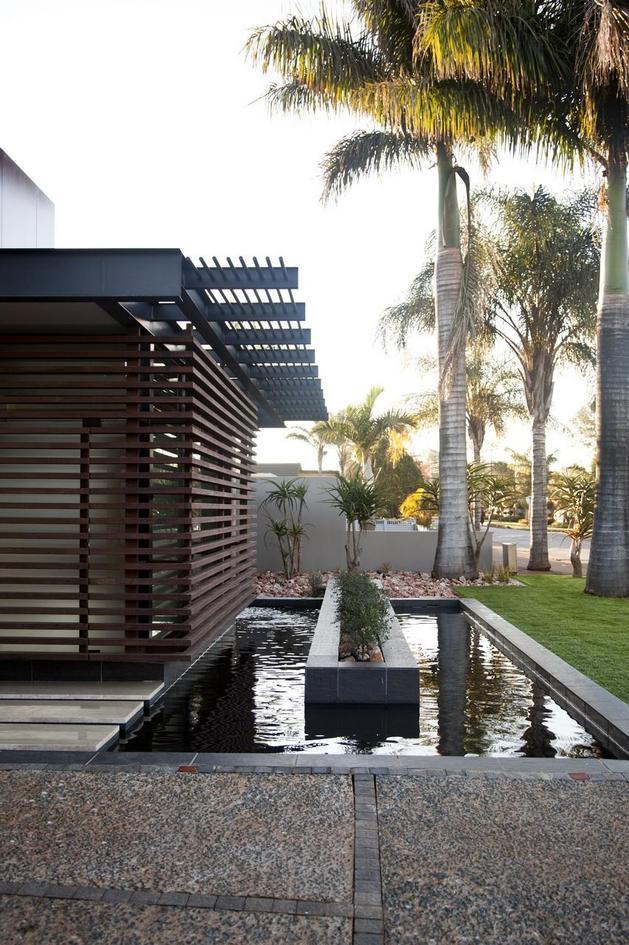 glass-steel-renovation-with-bedroom-bridge-12-front-pool.jpg