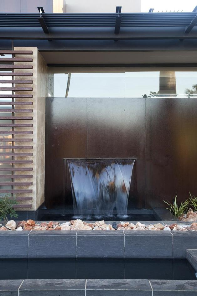 glass-steel-renovation-with-bedroom-bridge-13-front-fountain.jpg