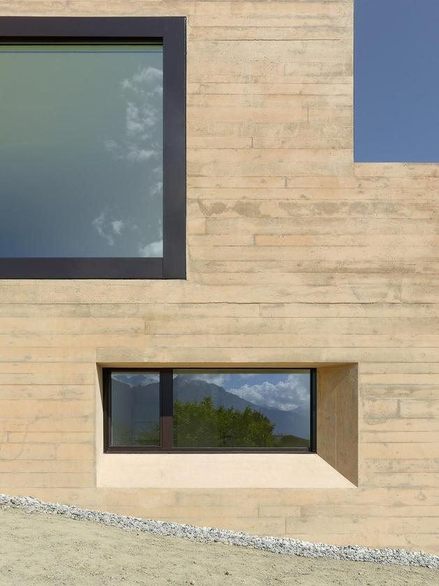 hillside-house-with-wood-look-concrete-covering-10-side-detail.jpg