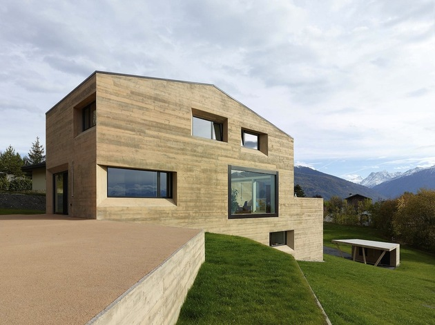 hillside-house-with-wood-look-concrete-covering-13-lawn-grass.jpg