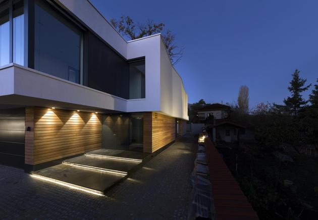 home-incorporates-thermal-balance-oaks-design-7-entry.jpg