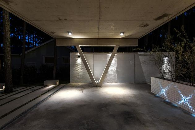house-built-focus-day-night-lighting-10-garage.jpg