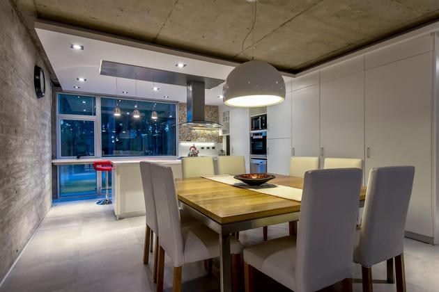 house-built-focus-day-night-lighting-14-dining.jpg