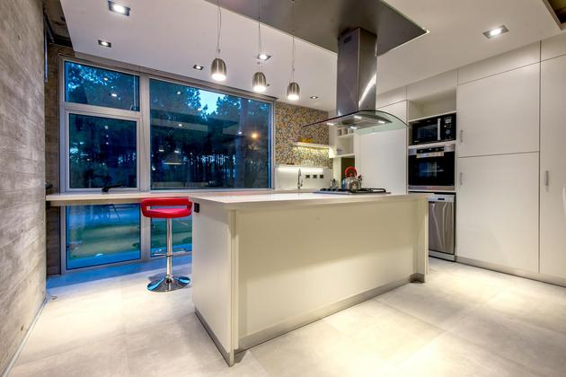house-built-focus-day-night-lighting-16-kitchen.jpg