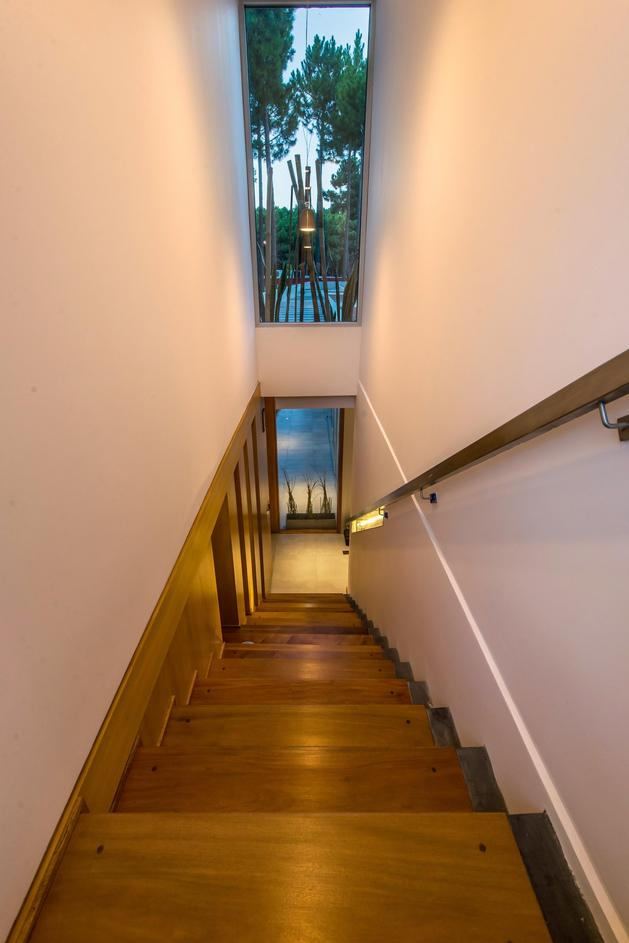 house-built-focus-day-night-lighting-19-stairs.jpg