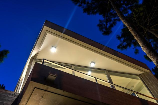 house-built-focus-day-night-lighting-22-terrace.jpg