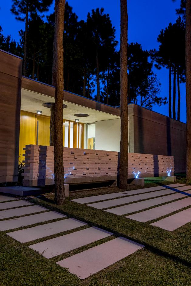 house-built-focus-day-night-lighting-5-entry.jpg