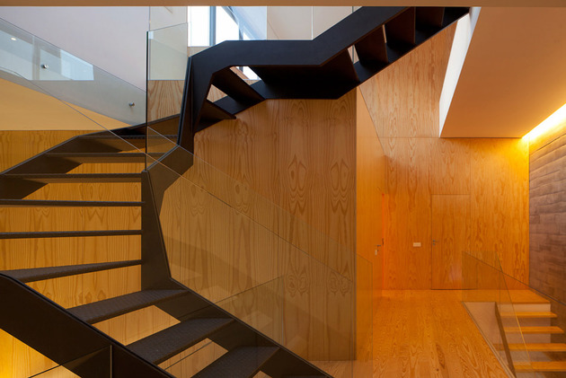 house-operable-wood-louvers-temperature-control-11-stairs.jpg