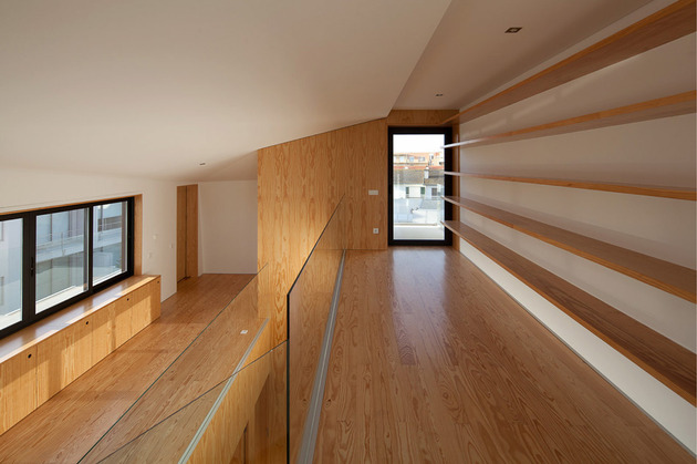 house-operable-wood-louvers-temperature-control-16-top-floor.jpg