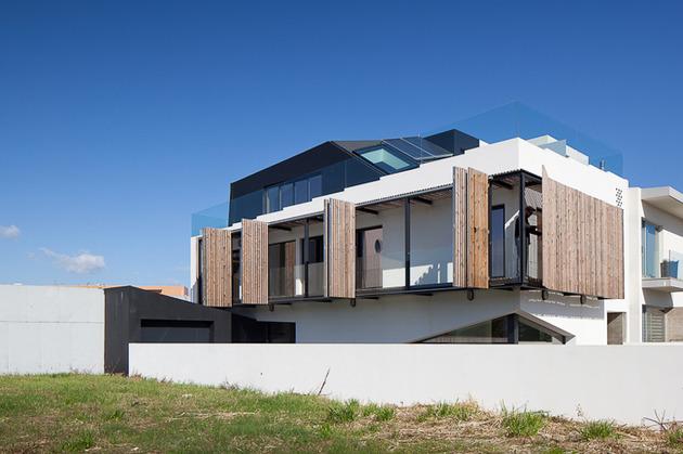 house-operable-wood-louvers-temperature-control-3-terrace.jpg