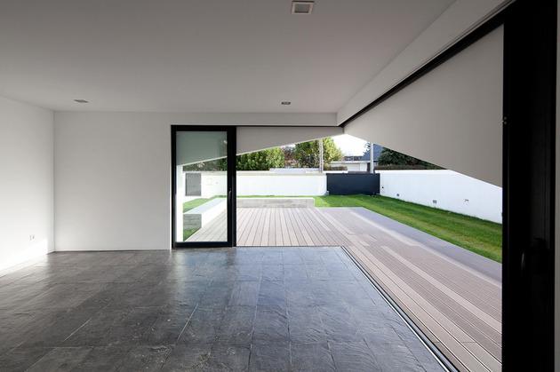 house-operable-wood-louvers-temperature-control-7-social.jpg