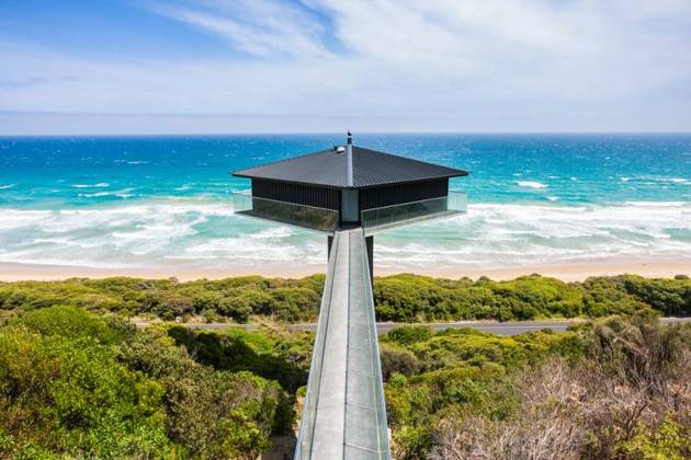 house-perched-central-column-overlooks-ocean-3-sides-5-entry.jpg