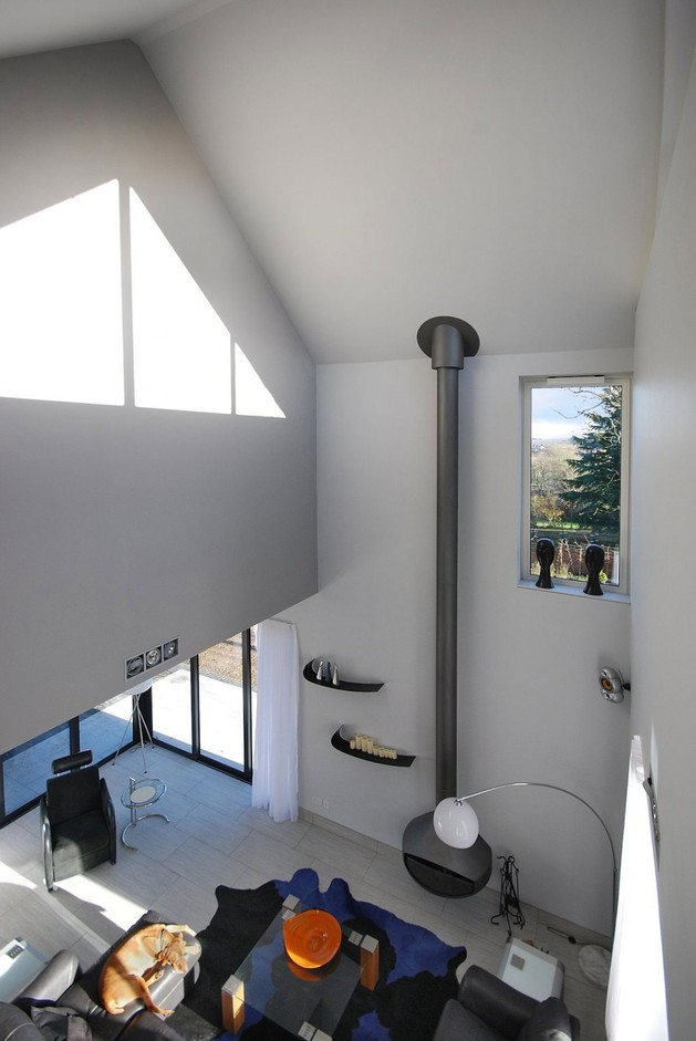 modern-house-filled -with-natural-light-6.jpg