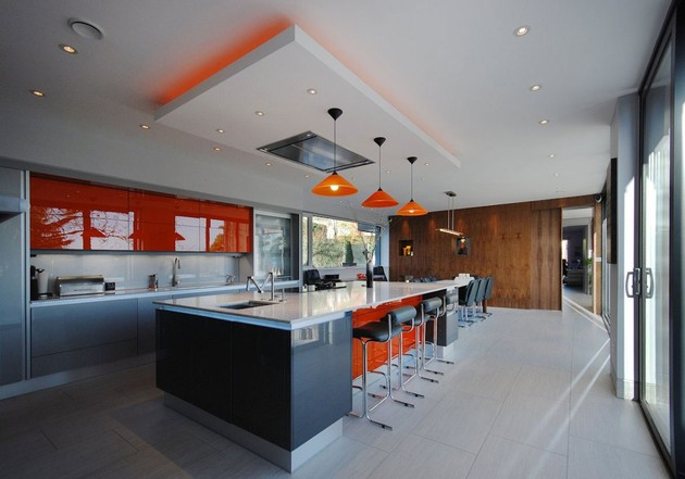 modern-house-filled -with-natural-light-7.jpg
