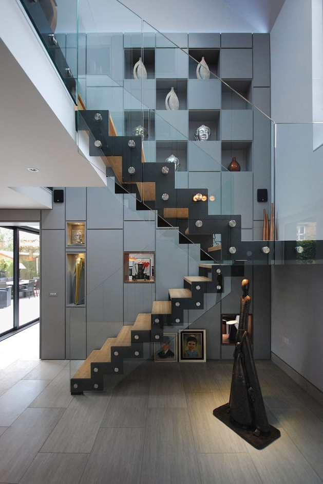modern-house-filled -with-natural-light-8.jpg