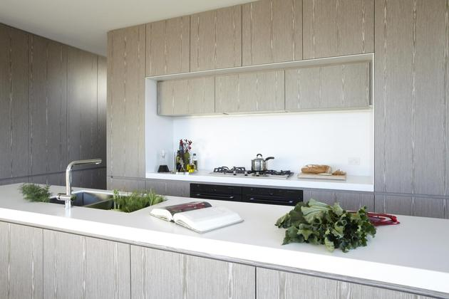 ocean-front-home-270-deg-views-elevated-perch-12-kitchen.jpg