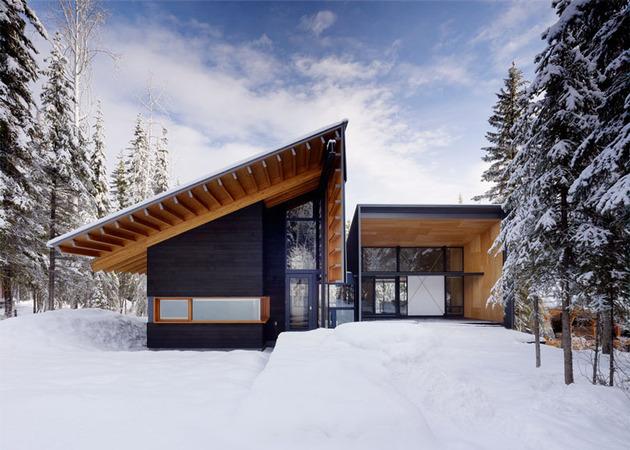 rocky mountain home modern scandinavian flare 1 exterior thumb 630xauto 40191 Rocky Mountain Weekend Home with Modern Scandinavian Flare
