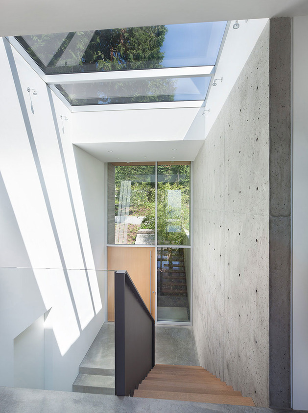 sleek-slope-house-with-interior-featuring-concrete-14-landing.jpg