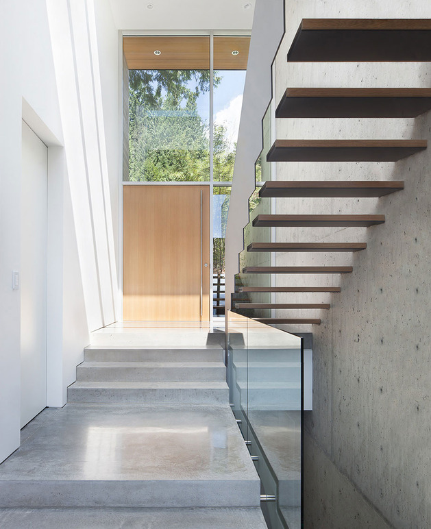 sleek-slope-house-with-interior-featuring-concrete-7-inside-entrance.jpg