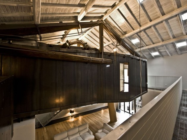 spectacular-loft-in-reconvereted-barn-in-rome-10.jpg